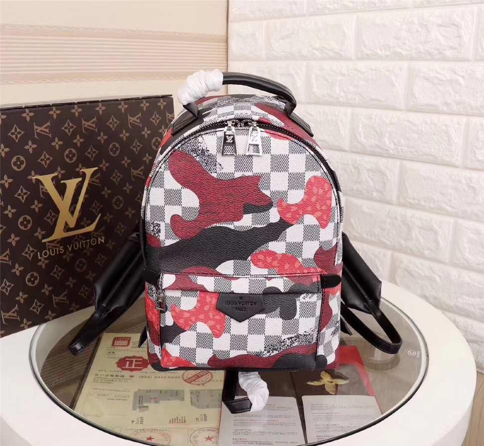 9d4ec2d63756 Рюкзак из натуральной кожи Louis Vuitton в интернет-магазине BombSALES
